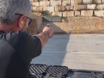 ביקורת על נשקים והדגמות ירי